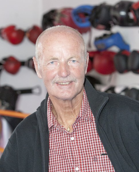 SPORT PETER KNETSCH LOEST RAINER SALZBURGER ALS TIROLER BOXPRAES - 003_20140423_boxpraesident